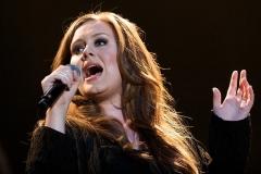 Adele-2009-c-Ron-Beenen